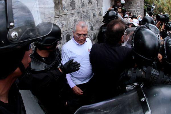 El rector Édgar Samaniego, en un momento de la manifestación. API/Juan Cevallos