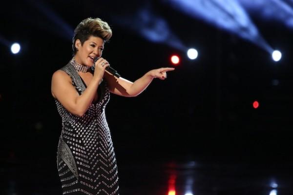 "Tessanne Chin canta durante la final de la 5ª temporada de ""The Voice"""