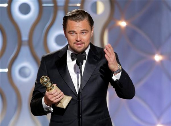 "En esta imagen difundida por NBC, Leonardo DiCaprio acepta el Globo de Oro al mejor actor en una película musical o de comedia por su papel en ""The Wolf of Wall Street"", el domingo 12 de enero del 2014 en el hotel Beverly Hilton en Beverly Hills, California. (AP Foto/NBC, Paul Drinkwater)"
