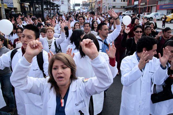 Marcha de medicos Quito