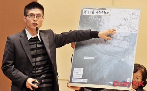 Shin Dong-hyuk relatando su escape del gulag norcoreano