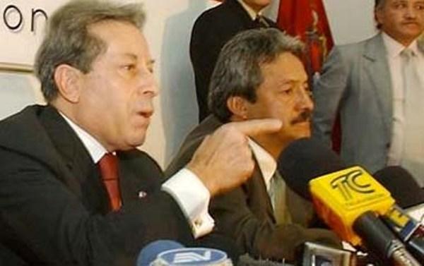 El presidente interino Fabián Alarcón en una foto de archivo. A su lado, el secretario de la Administración Wilson Merino.