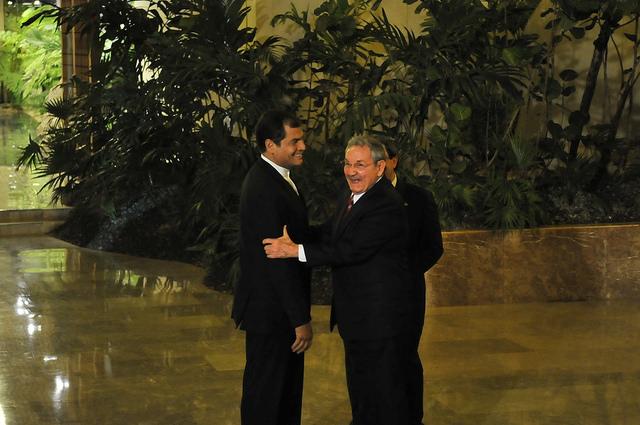 La Habana (Cuba) 28 ene 2014.- El Presidente Rafael Correa Delgado, durante Saludo del Presidente Raúl Castro a los Jefes de Estado y de Gobierno que asistieron a II Cumbre de la Celac 2014. Fotos: Mauricio Muñoz E / Presidencia de la República.