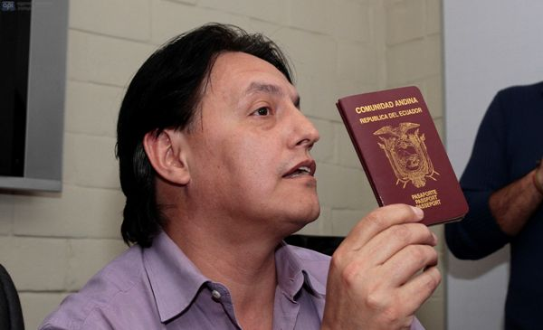 QUITO 27 DE DICIEMBRE DEL 2013. Rueda de prensa de Fernando Villavicensio. FOTOS API / JUAN CEVALLOS.
