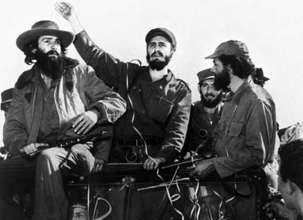 Fidel Castro junto a Camilo Cinefuegos en su entrada en La Habana, 1959