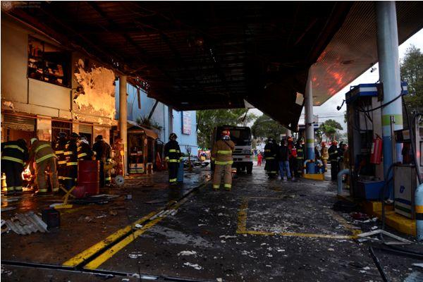 QUITO (07-01-2014).- Incidente en la gasolinera Petrocondor, ubicada en el redondel de la Av. Atahualpa y Teneinte Hugo Ortiz, en el sur de Quito.