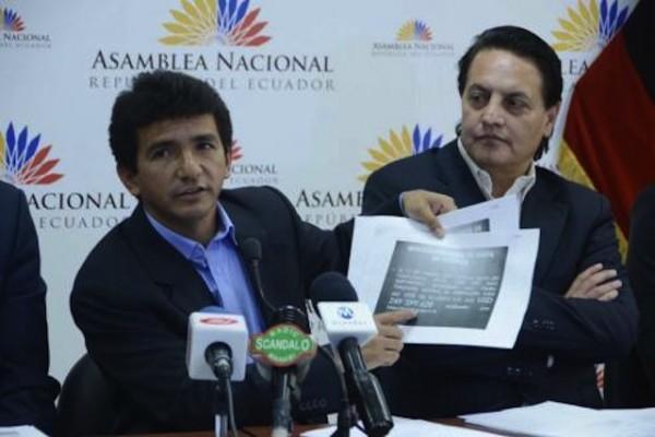 El asambleísta Cléver Jiménez y su asesor, Fernando Villavicencio, en  una foto de archivo.
