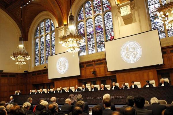Miembros de la Corte Internacional de Justicia (CIJ) durante emisión del fallo sobre el contencioso marítimo entre Perú y Chile, en la Haya, Holanda, hoy, lunes 27 de enero de 2014.  EFE/Bas Czerwinski
