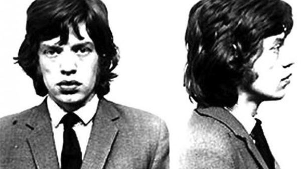 Mick Jagger. Arrestado en 1967 por posesión de narcóticos.