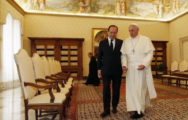 El presidente francés François Hollande y el Papa Francisco. Foto de Archivo, LA República.