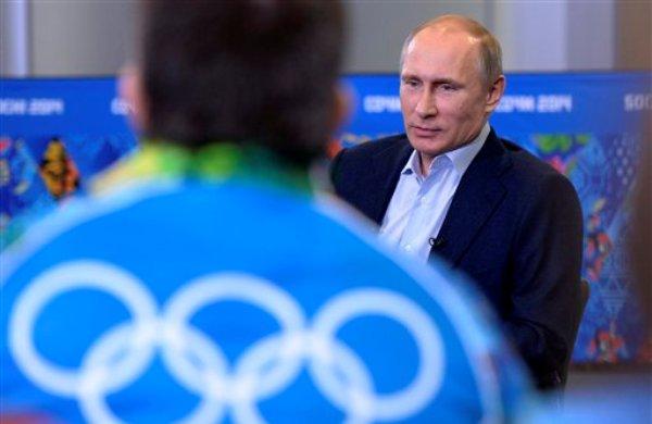 El presidente de Rusia, Vladimir Putin, habla en una reunión con voluntarios de los Juegos Olímpicos de Invierno el viernes, 17 de enero de 2014, en Sochi, Rusia. (AP Photo/RIA-Novosti, Alexei Nikolsky, Presidential Press Service)