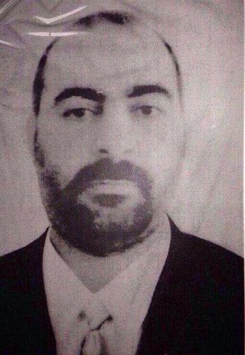 Abu Bakr al-Baghdadi, el líder del Estado Islámico de Irak y Levante en una fotografía sin fecha proporcionada el miércoles 29 de enero de 2014 por el sitio de internet del Ministerio del Interior de Irak. Los líderes de Al-Qaida rompieron relaciones el lunes 3 de febrero de 2014 con Al-Baghdadi, uno de sus comandantes más poderosos en una de sus ramas, acusándolo de los conflictos sangrientos entre las facciones islámicas en Siria, en un aparente intento por imponer el control sobre las facciones milicianas en la guerra civil del país. (Foto AP/Iraqi Interior Ministry, archivo)