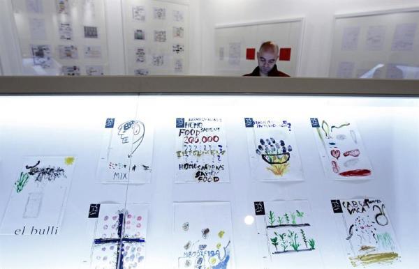 Vista de varios dibujos y notas acerca de la cocción por  Ferran Adria,