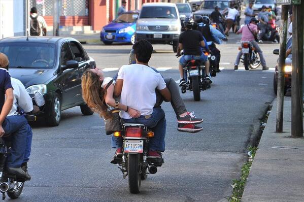 Gènesis en moto