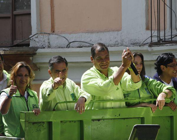 QUITO 19/02/2014  AUGUSTO BARRERA JUNTO AL PDTE. RAFAEL CORREA DURANTE UN RECORRIDO. FOTO/API