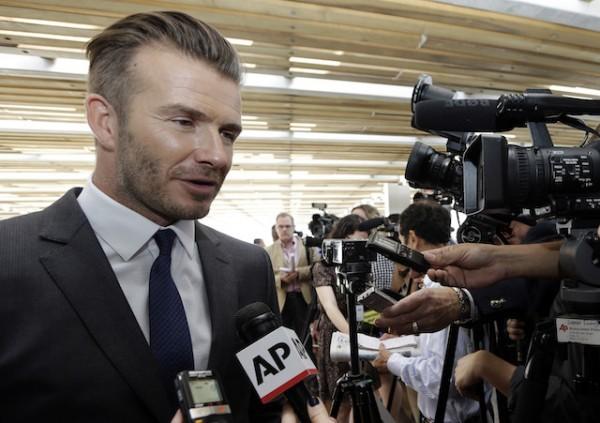 Foto de archivo. El ex futbolista David Beckham responde a una pregunta en una conferencia de prensa en la que anunció que tendrá un equipo de la MLS en Miami el miércoles, 5 de febrero de 2014, en Miami. (AP Photo/Lynne Sladky).