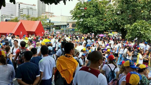 Estudiantes en Chacaíto, Caracas, a las 11h19, del lunes 17 de febrero de 2014.