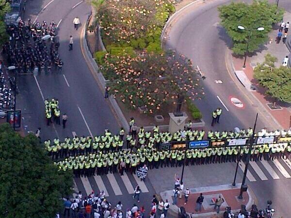 Foto tuiteada el martes 18 de febrero de 2014, a las 09h21, desde Chacaíto, en Caracas, Venezuela.