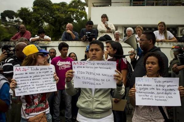 estudiantes embajada cuba
