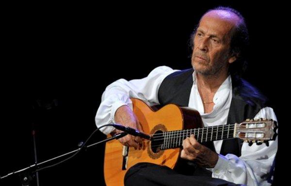 Imagen de archivo de del guitarrista de flamenco Paco de Lucia durante su presentación en el Festival de Jazz de Montreux en Suiza. Autoridades españolaes informaron el miércoles 26 de febrero de 2014 que el reconocido músico murió a los 66 años en la ciudad de Cancún, en el Caribe mexicano. (Foto de AP/Keystone, Martial Trezzini, azrchivo)