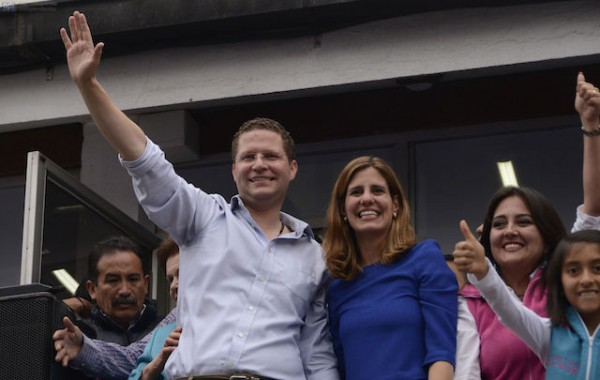 Mauricio Rodas junto a su esposa. Foto de archivo