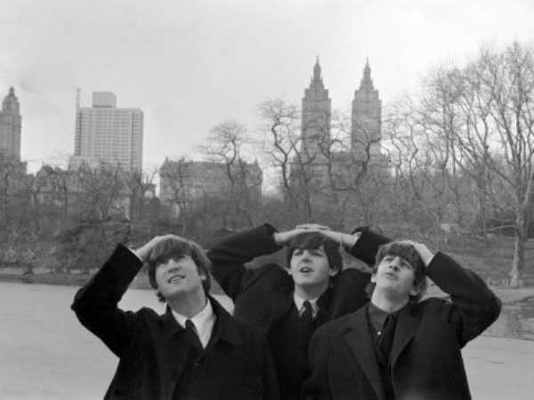 the-beatles-pose-for-photographs-in-central-park-new-york