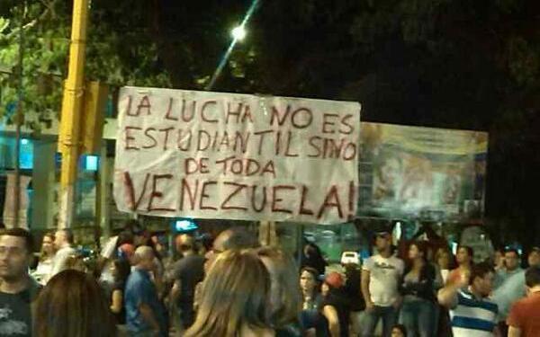 Foto tuiteada la noche del sábado 8 de febrero de 2014, en San Cristóbal, Táchira.
