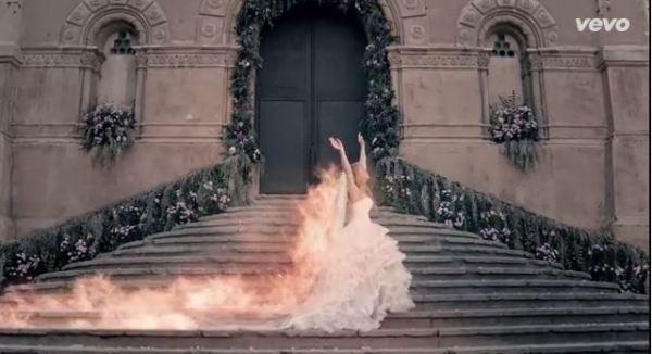 Shakira en llamas