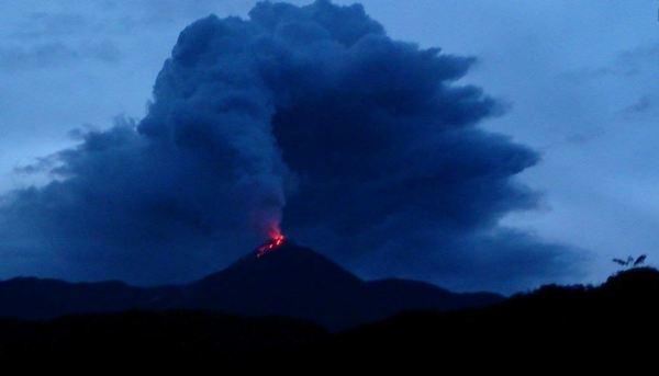 Volcán Reventador. Foto de Archivo, La República.