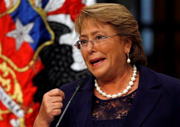 La presidenta de Chile Michelle Bachelet habla en el Palacio de La Moneda en Santiago, Chile. (AP foto/Luis Hidalgo/Archivo)