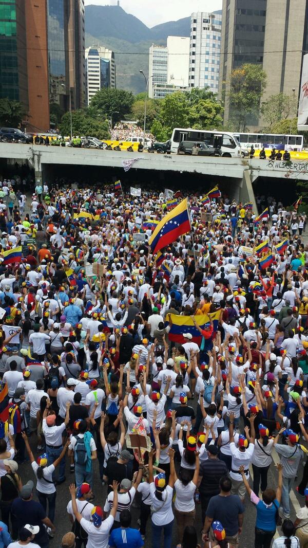 * A la una de la tarde, en Chacaíto, Caracas.