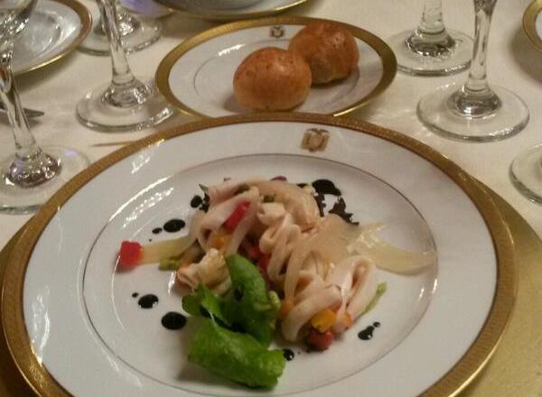 Foto de Ivanna Zauzich, del plato con ensalada de calamar, que se sirvió hoy en el almuerzo en Carondelet.
