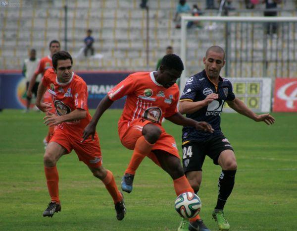 Ambato, 30 de3 marzo del 2014Partido entre Mushuc Runa con Independiente en el estadio Bellavista de Ambato.APIFOTO/Carlos Campaña