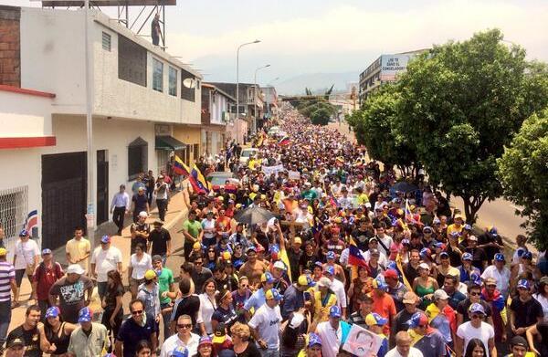 Táchira. Foto tuiteada las 12h23 del miércoles 12 de marzo de 2014.