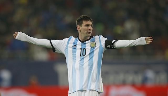 Foto de archivo. El jugador de la selección de Argentina, Lionel Messi, gesticula en un partido contra Rumania el miércoles, 5 de marzo de 2014, en Bucarest. (AP Photo/Vadim Ghirda).