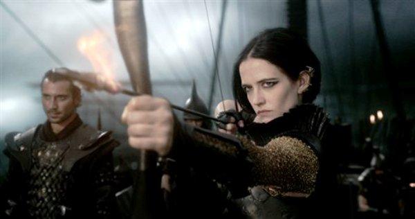 """Esta imagen dada a conocer por Warner Bros. Pictures muestra a Eva Green en la película """"300: Rise of an Empire"""". (Foto AP/Warner Bros. Pictures)"""
