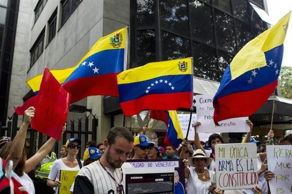 venezolanos protesta oea