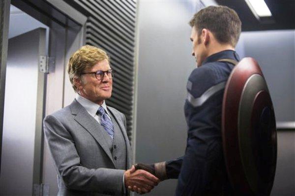 """Imagen proporcionada por Marvel muestra a Robert Redford, izquierda, y Chris Evans en una escena de la película """"Captain America: The Winter Soldier"""". (Foto AP/Marvel-Disney, archivo)"""
