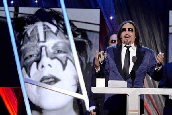 Ace Frehley, el guitarrista de la legendaria banda Kiss, ofrece ayer su discurso en la 29 gala del Rock and Roll Hall of Fame