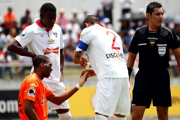 Ibarra, 27 DE ABRIL DE 2014.- En el estadio Olímpico Ciudad de Ibarra Liga Deportiva Universitária de Quito recibe al Independiente José Terán FOTO API / JAVIER CAZAR