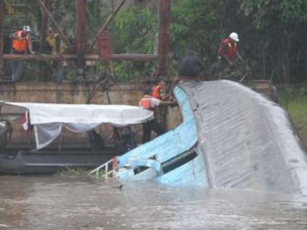 barco hundido en peru