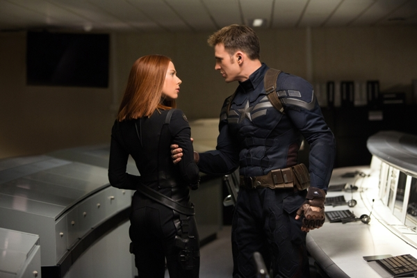 """Marvel's Captain America: The Winter Soldier""L to R: Black Widow/Natasha Romanoff (Scarlett Johansson) & Captain America/Steve Rogers (Chris Evans)Ph: Zade Rosenthal© 2014 Marvel.  All Rights Reserved."