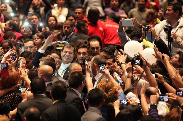 Rafael Correa a su llegada al evento.