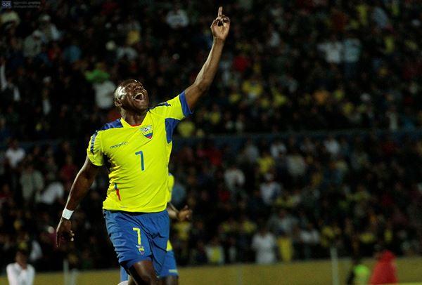 Armando Wila con la camiseta de la selección de Ecuador. Foto API.