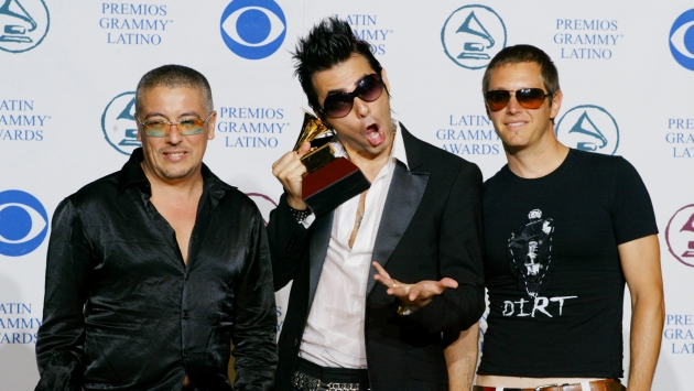 Music group La Ley pose with their award at the Latin Grammy Awards
