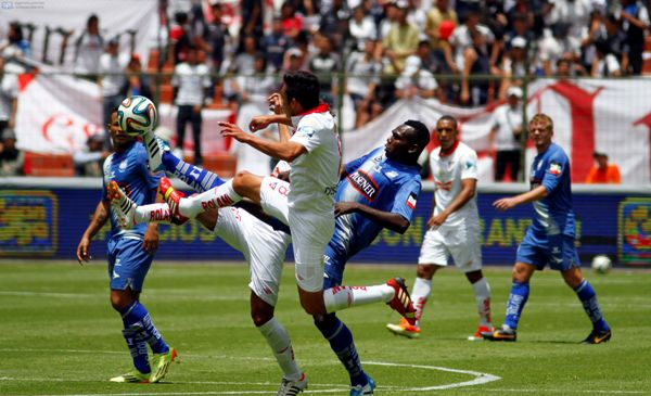 QUITO 13 DE ABRIL DE 2014, En el estadio Casa Blanca Liga Deportiva Universitaria de Quito recibe al EMELEC  FOTO API / JAVIER CAZAR