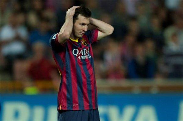 Foto de archivo. El jugador del Barcelona, Lionel Messi, gesticula en la derrota 1-0 ante el Granada por la liga española el sábado, 12 de abril de 2014, en Granada, España. (AP Photo/Daniel Tejedor)