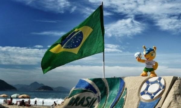 Bandera brasileña en Copacabana. Foto de Archivo, La República.