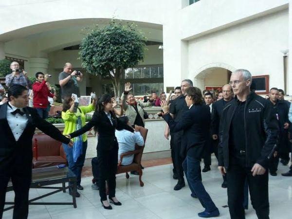 Paul saludando a sus fans en Quito