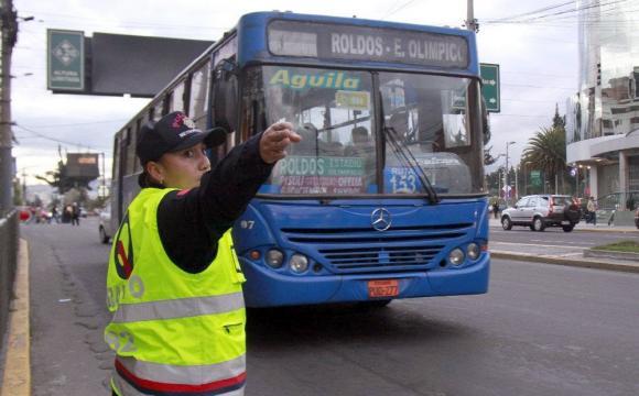 Tránsito en Quito. Foto de archivo